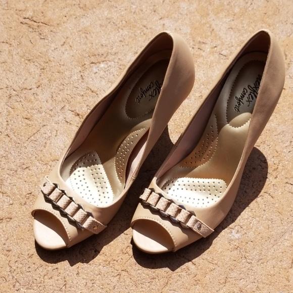 Brand new tan heels